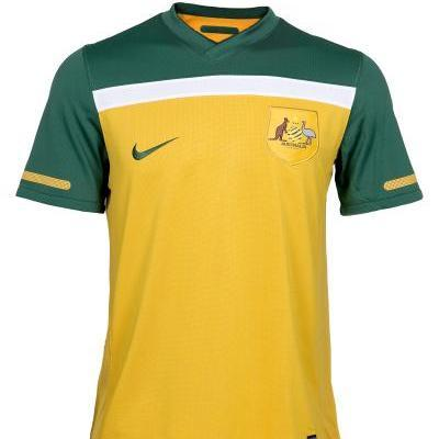 26ef2b2f533 Qantas Socceroos Jersey. Official Merchandise. Color  Green   Gold Size  Mens  Small